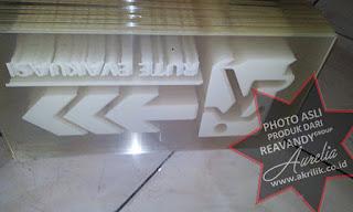 acrylic Signage berbahan fosfor