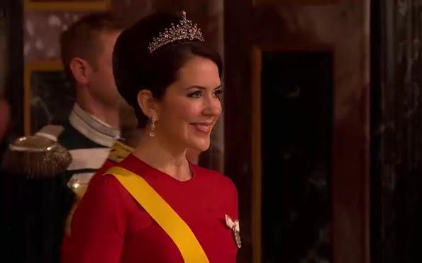 Crown Princess Mary attended gala banquet at Royal Place, Princess Mary diamond tiara, earrings