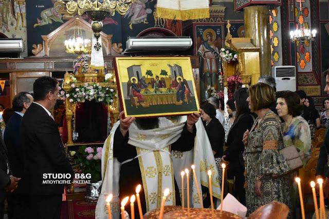 Ο εορταστικός εσπερινός του Αγίου Πνεύματος στην Αγία Τριάδα (Μέρμπακα) (βίντεο)