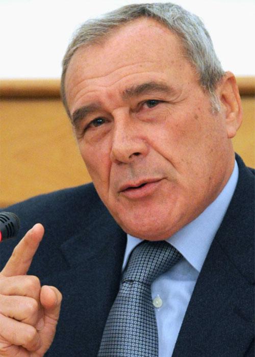 LE NOTIZIE DEL GIORNO. Il Senato parte civile nel processo a Berlusconi. Al via la verifica del governo. La guerra fra la Corte dei Conti e le agenzie di rating