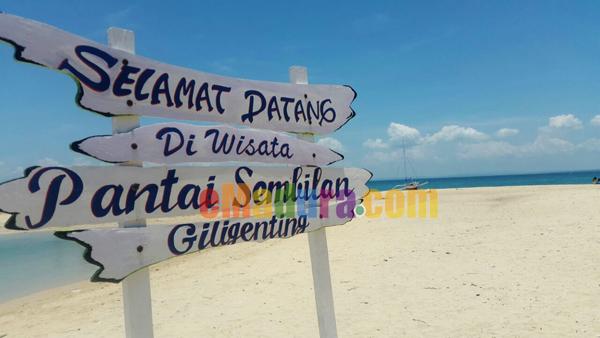 Plang Selamat Datang di Pantai Sembilan Sumenep