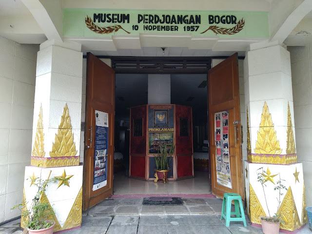 gerbang Museum Perjoangan