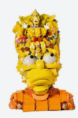 Escultura de Bart Simpson con juguetes de plástico reciclado