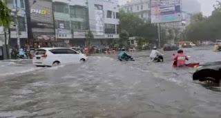 Semarang Banjir Lagi, Pusat Kota Simpang Lima Terendam