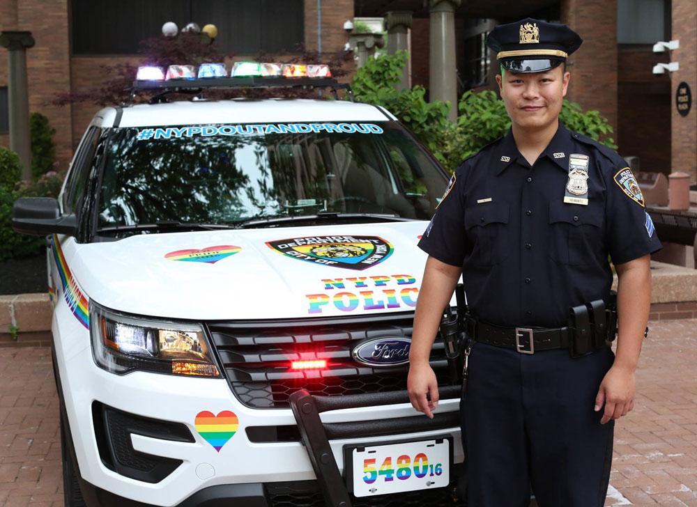 Carro da polícia de Nova York ganha cores do arco-íris para Parada LGBT