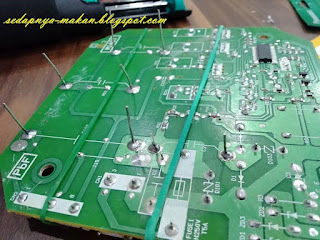 kaki capacitor yang panjang tu tempat korang kena solder