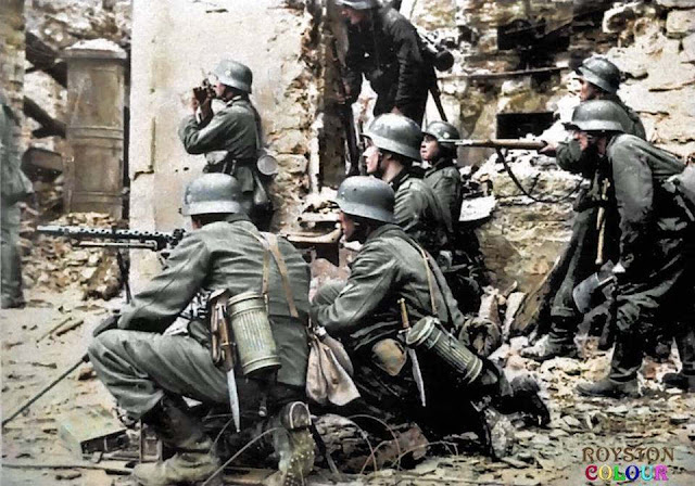 German soldiers in Tallinn, 28 August 1941 worldwartwo.filminspector.com