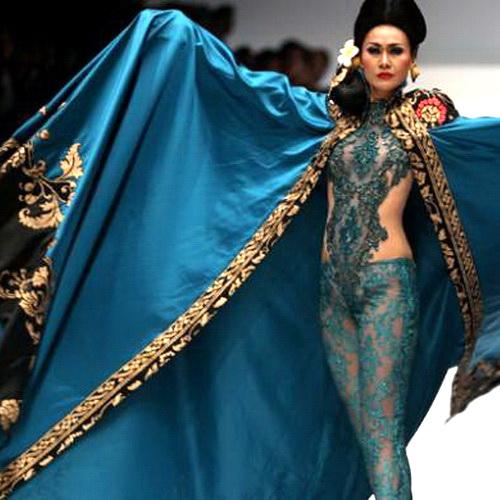 Tinuku JFW 2017, Anne Avantie brings Bali songket exotic in Kebaya fashion collection Jangi Jareng