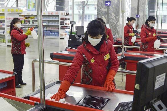 Triều Tiên có gần 7.000 người nghi nhiễm corona, có thể cao hơn Hàn Quốc
