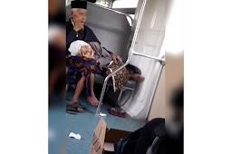 Video Nenek Tertidur di Pangkuan Kakek Saat Naik Prameks