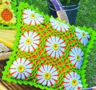 http://patronesparacrochet.blogspot.com.es/2014/02/cojines-crochet-girasoles-margaritas-patrones.html