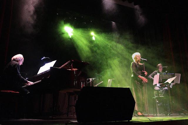 Quelques extraits du spectacle Sylvette AYMÉ chante Barbara et autres trésors de la chanson française