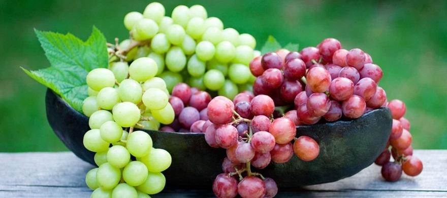 frutas-típicas-do-verão-uvas