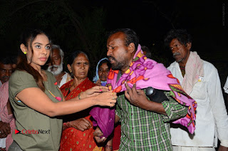 Actress Sri reddy (apthatrust director) Distrubuted Blankets for Orphans at Sai Baba Temple  0053.JPG