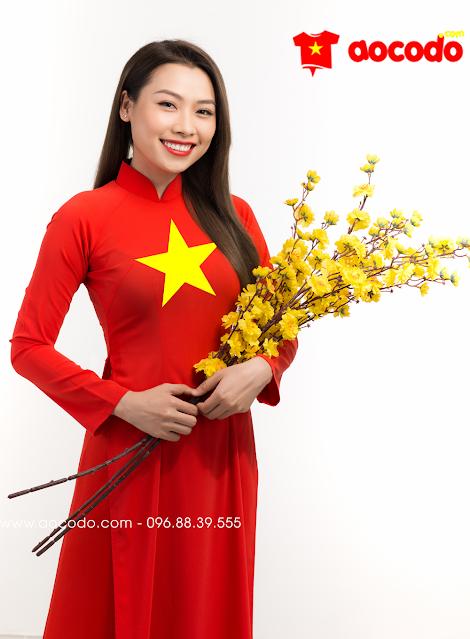 Áo dài cờ đỏ sao vàng đi dự lễ khai trương