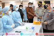 Kapolri Jenderal Listyo Sigit Prabowo Tinjau Lansung Vaksinasi Massal di Manado