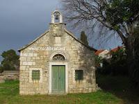 Crkvica sv. Ivan, Sutivan, otok Brač slike