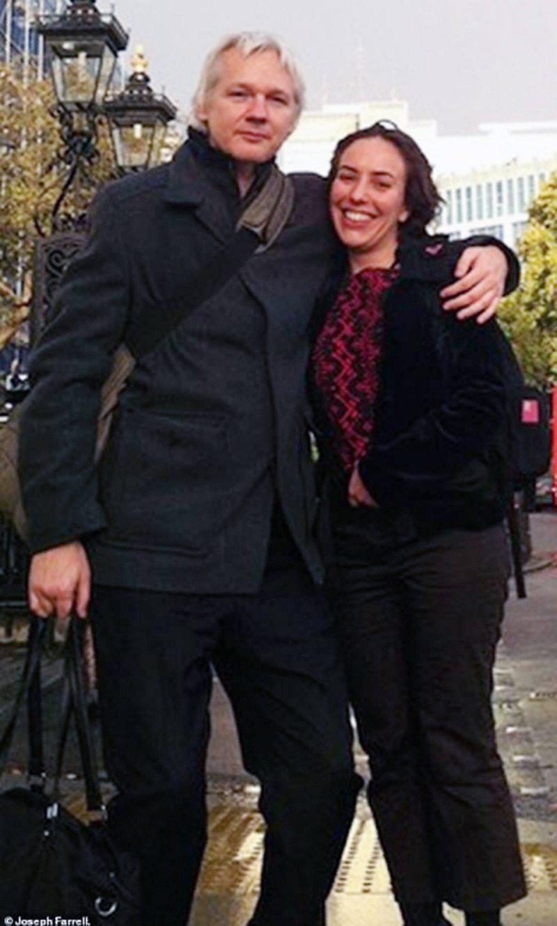 Abogada tuvo dos hijos con Julian Assange