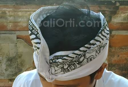 Udeng = destar, not udheng, Balinese male headband