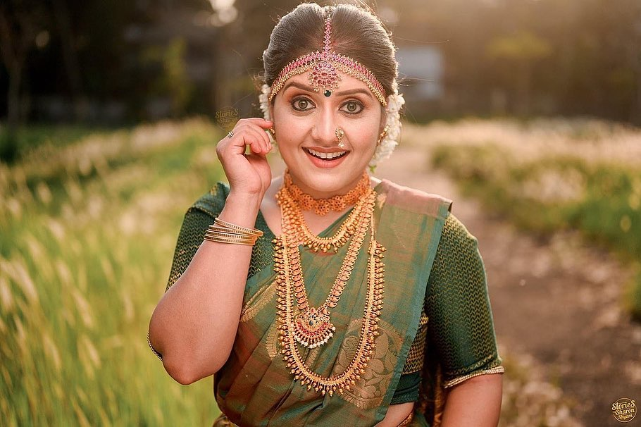 South Indian Actress Sarayu Mohan Looking Beautiful in Green Saree