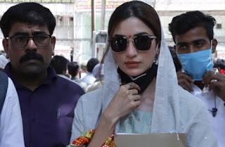 अभिनेत्री ने जिला पंचायत सदस्य पद के लिए किया नामांकन | #NayaSaberaNetwork