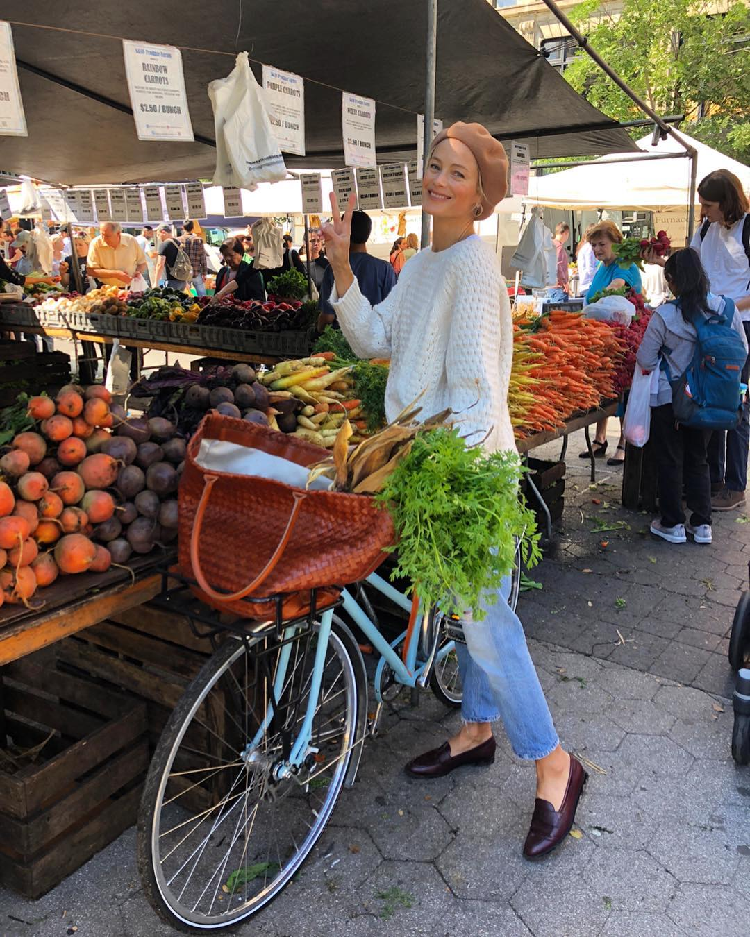 The Perfect Weekend Outfit According to a Supermodel Carolyn Murphy — Beret, White Sweater, Straight-Leg Jeans, and Loafers