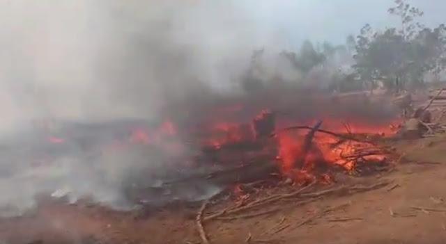 Incêndio de grandes proporções atinge área da Aguilhada, em São Sebastião