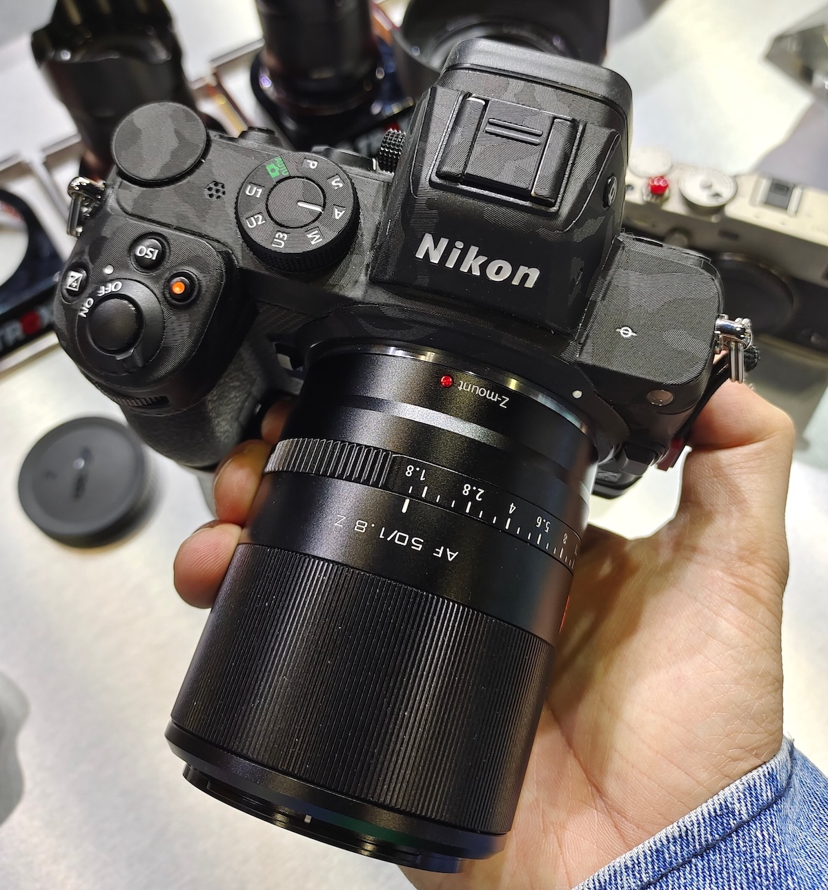 Объектив Viltrox AF 50mm f/1.8 Z с камерой Nikon