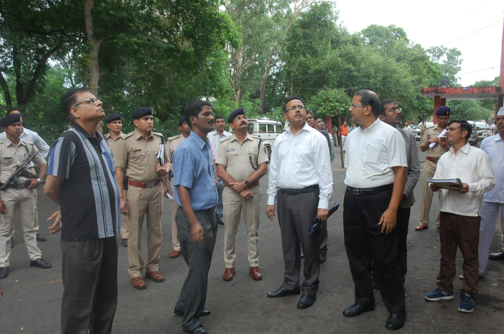 Jhabua News-मुख्य निर्वाचन पदाधिकारी व्ही.एल कांताराव ने निर्वाचन कार्यालय का किया निरीक्षण
