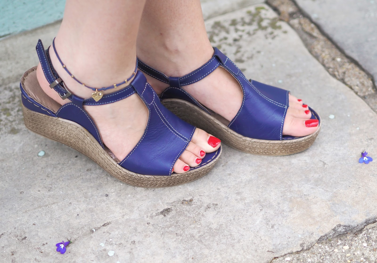 Colourful Wedges Styled 5 Ways feat. Moshulu, Moshulu Shoes, Colourful Shoes, Ways To Wear, Shoe Giveaway, Outfit Ideas, Fashion Blogger, Style Blogger, UK Blogger, Outfit Inspiration, Street Style Fashion, UK Fashion Blogger, Fashion Influencer