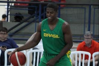 """De volta à seleção de basquete masculino, Georginho mira vaga também no Pré-Olímpico: """"Esse é o objetivo"""""""