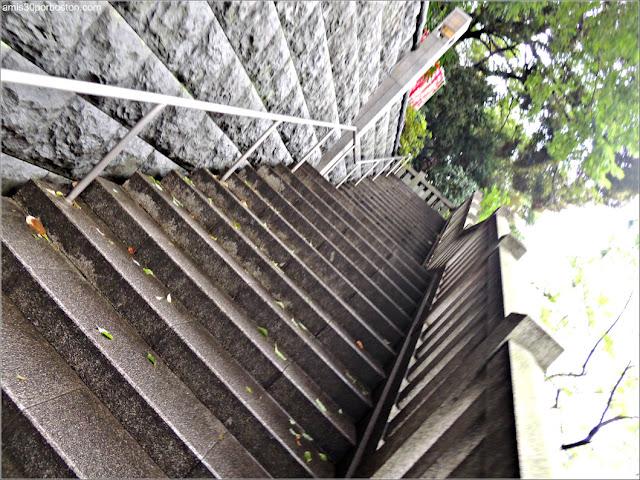 Escaleras de la Entrada Oeste al Santuario Hie en Tokio