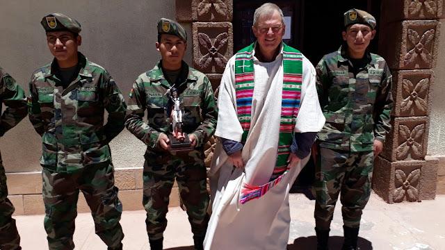 Unsere Grenzsoldaten brachten heute am Christkönigssonntag ihren Patron mit zum Gottesdienst. Der Heilige Santiago wurde während der Messe gesegnet.