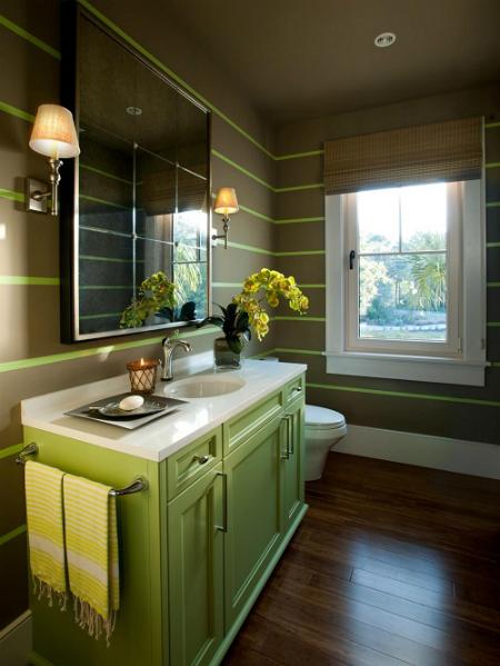 Cây xanh giúp hấp thu bớt không khí ô nhiễm trong nhà vệ sinh.