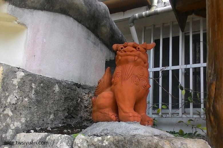 沖繩民宅邊的風獅爺