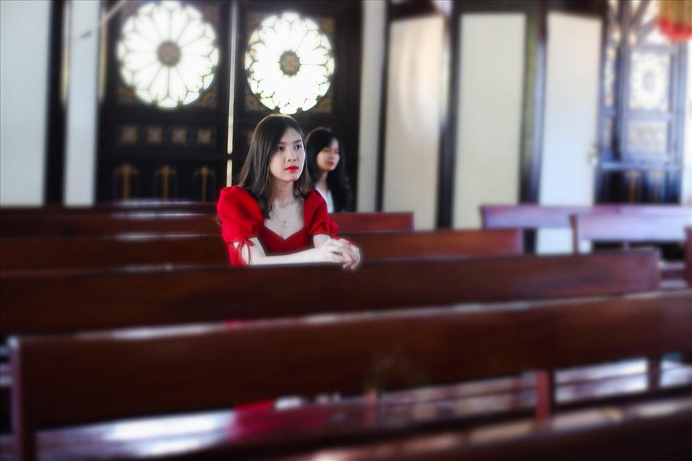 Một góc nhỏ tại nhà thờ gỗ.