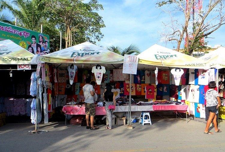 палатка с продажей футболок