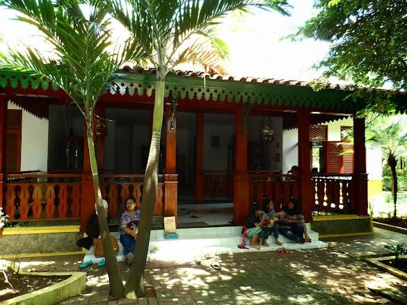 Desain Arsitektur Rumah Betawi Minimalis Dari Kayu