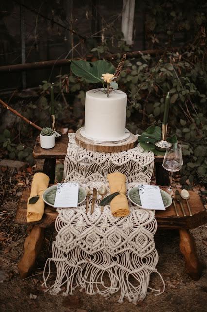 @isabel.pogscheba.photography GERMANY BOHO WEDDING INSPIRATION CAKE EARTHY