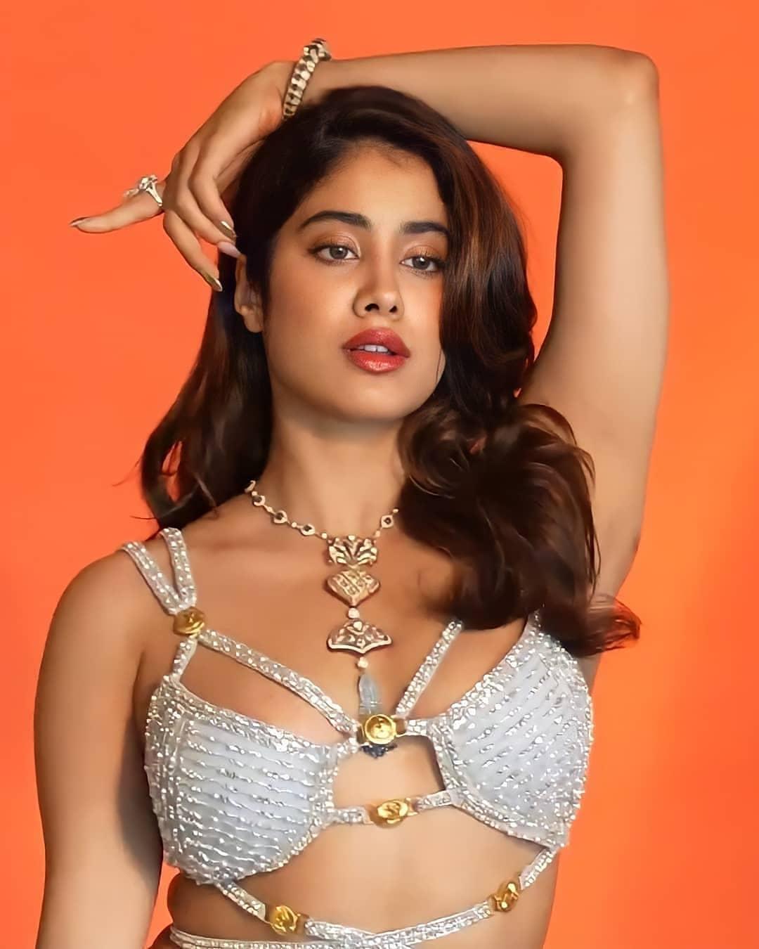 Actress Janhvi Kapoor Latest Hot Photoshoot Pics actressbuzz.com