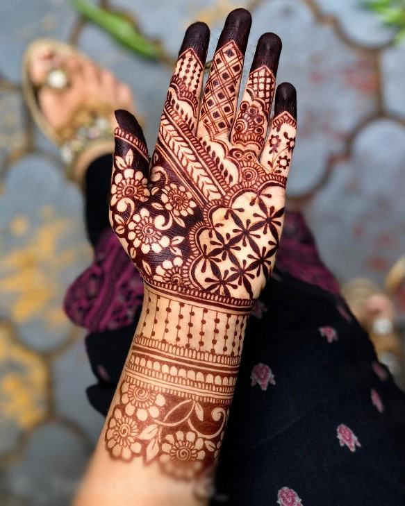 Ladies special front hand mehndi