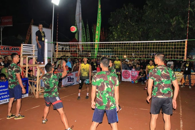 Anggota Satgas TMMD Kodim 0808/Blitar Ikut Meramaikan Turnamen bola Volly Plastik