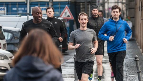 फेसबुक के डूबने से जुकरबर्ग को घंटों में 7 अरब डॉलर का नुकसान