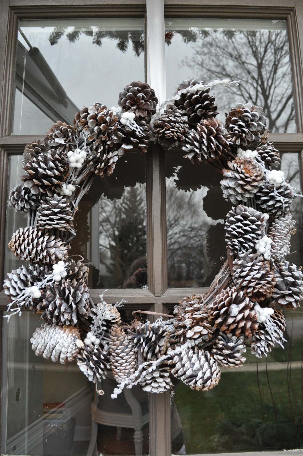 just so lovely our front door winter wreath. Black Bedroom Furniture Sets. Home Design Ideas