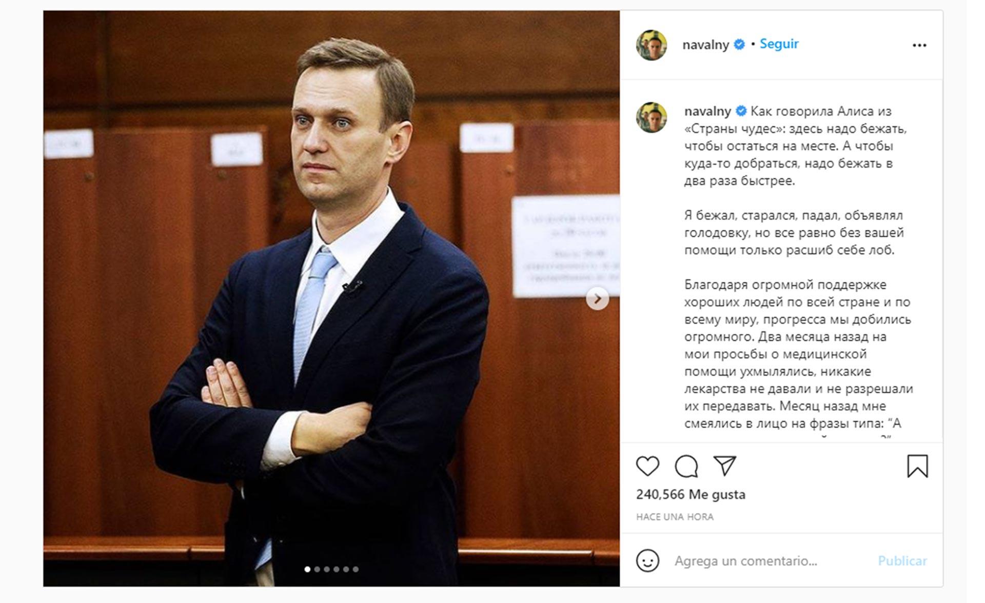 El opositor ruso Alexei Navalny levantó la huelga de hambre en la cárcel