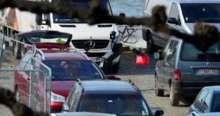 Οδηγός επιχείρησε να πέσει σε πλήθος πεζών στην Αμβέρσα