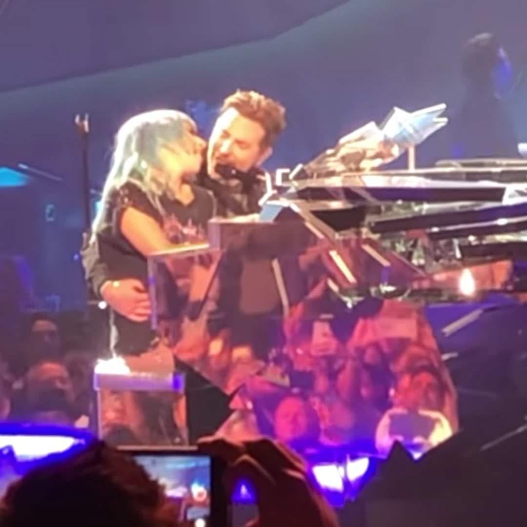 Lady Gaga & Bradley Cooper Perform Shallow at Engima Show in Vegas :「スター誕生」の感動が再び ! !、レディー・ガガのコンサートに、ブラッドレー・クーパーが飛び入り出演のうれしいサプライズ ! !、ふたりで一緒に「Shallow」を熱唱してくれた ! !
