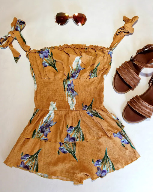 romper, playsuit, yellow, summer, ljeto, kombinezon, floral, mustard yellow, cvjetni uzorak, sunglasses, sunčane naočale, sandale, sandals, affordable