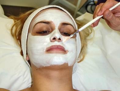 mengatasi kulit wajah berminyak