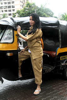 Rozlyn Khan snapped driving rikshaw to support Biharis